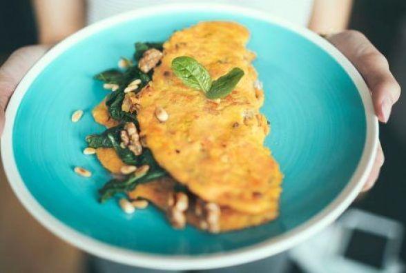Смачний і швидкий сніданок: готуємо омлет з горіхами