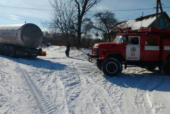 У Шепетівському районі автоцистерна з газом паралізувала рух на дорозі