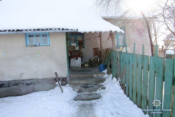 Повалили на підлогу та розмахували ножем: на Славутчині односельці напали на пенсіонера
