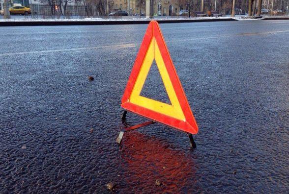"""Вантажний тягач врізався у """"Skoda"""" в Летичеві: постраждала 34-річна жінка"""