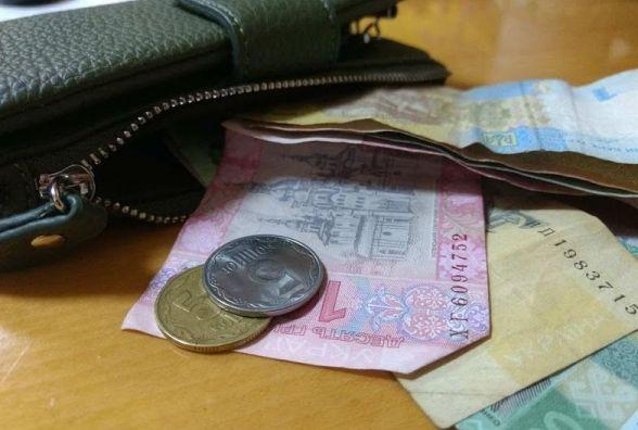 Долар та євро подешевшали: курс НБУ на 28 лютого