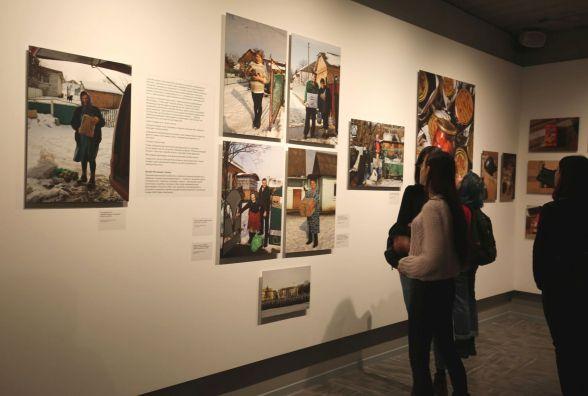 Кожна світлина зі своєю історією: у Хмельницькому відкрили виставку трьох фотохудожників