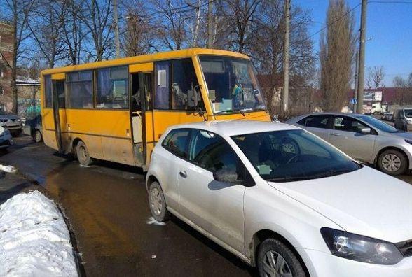 """Через ДТП утворився затор на Шевченка: автобус в'їхав у """"Volkswagen"""""""