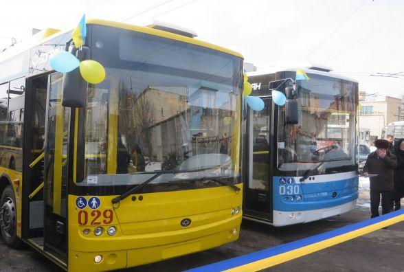 На вулиці Хмельницького виїхали нові тролейбуси. Що про них кажуть водії і кондуктори