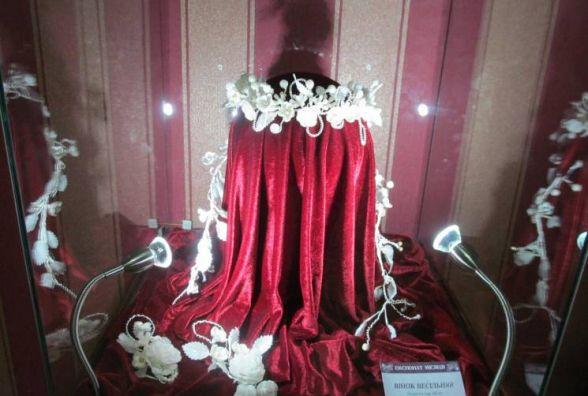 """""""Експонат місяця"""" у Хмельницькому: у краєзнавчому музеї демонструють весільний вінок"""