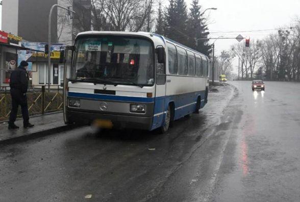У Хмельницькому від рейсового автобуса відлетіло колесо і влучило в дівчину
