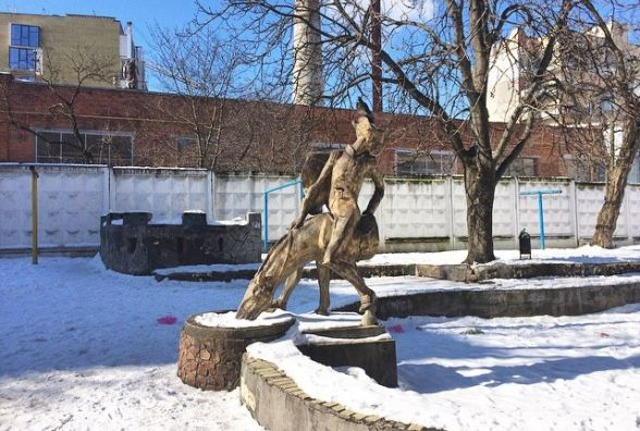 Мюнхгаузена не врятували. Пам'ятник, який заховався у дворах