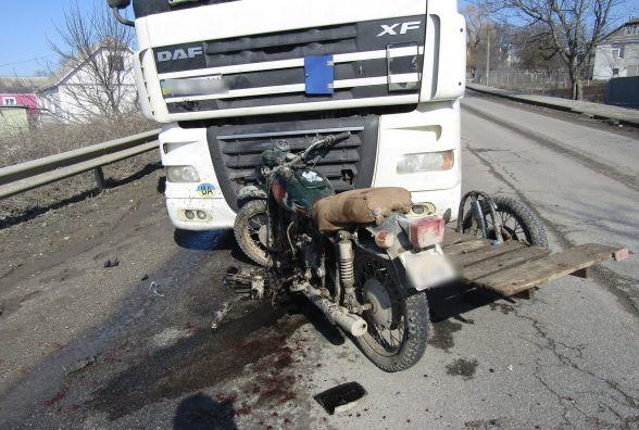 Потрійна ДТП у Дунаївцях: мотоцикліст виїхав на зустрічну і врізався у два автомобілі