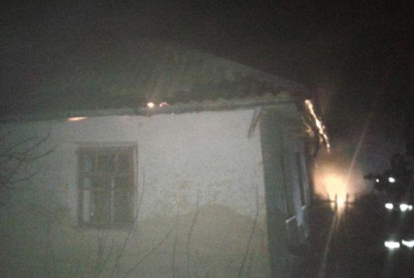 Сусіди вчасно викликали рятувальників: на Ярмолинеччині горів житловий будинок