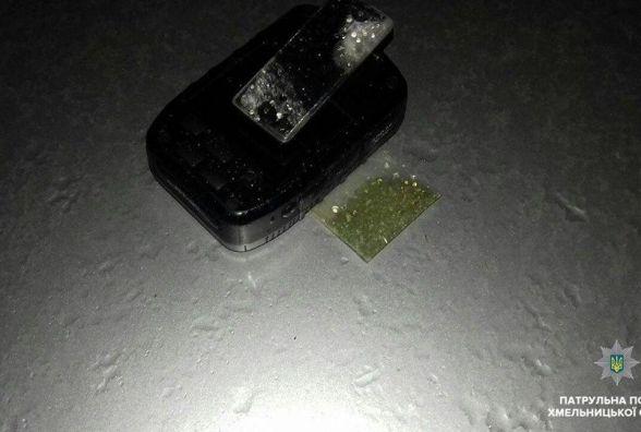 У Хмельницькому водія зупинили за порушення дорожніх правил, а знайшли наркотики