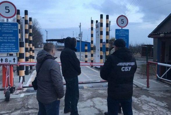"""Кримінального авторитета, який """"промишляв"""" у Хмельницькому, депортували з країни"""