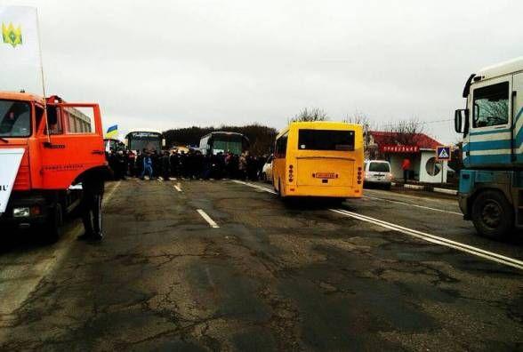 Протест аграріїв - під Хмельницьким перекрили дорогу (ОНОВЛЕНО)