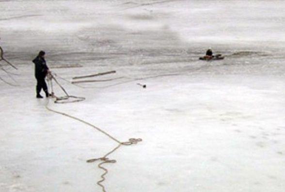 Рибалка з ризиком для життя: на Дунаєвеччині чоловік провалився під лід
