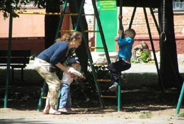 Ніде гратися: облаштувати дитячий майданчик на вулиці Білгородській просить Наталія