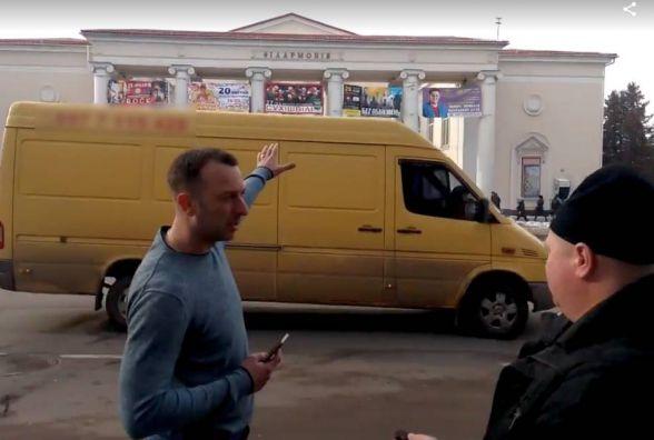 Київські аграрії ганяли хмельничан з безкоштовної парковки біля філармонії (ВІДЕО)