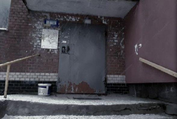 Підстеріг біля будинку: у Хмельницькому грабіжник напав на 19-річну дівчину
