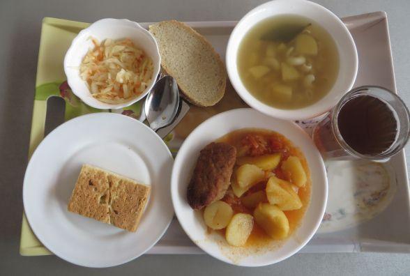 """Перевіряємо хмельницькі їдальні: що можна з'їсти в кафе """"Епіцентру"""" за 40 гривень"""