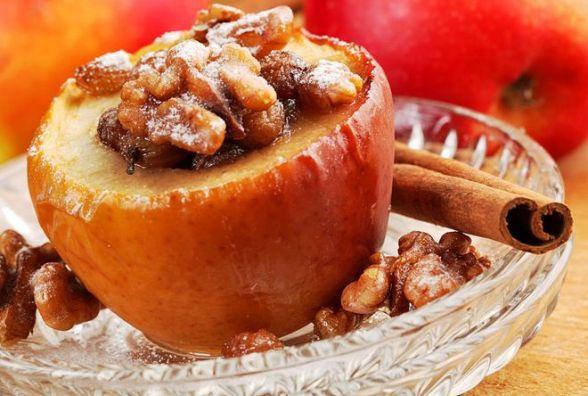 Пісний сніданок: готуємо запечене яблуко із сухофруктами і горіхами
