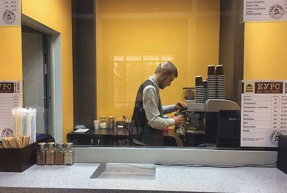 """Подача кави через вікно видачі готівки. У Хмельницькому з'явився """"банк кави"""""""