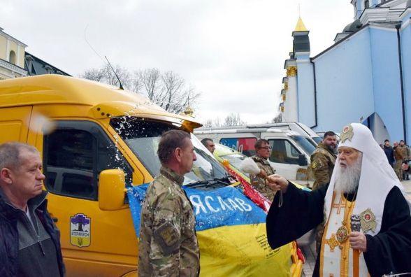 Домашні смаколики та одяг: волонтери з Ізяславщини вирушили на Схід з великодніми гостинцями