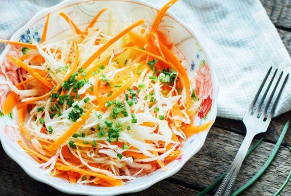 Пісний сніданок: готуємо салат з капустою і морквою