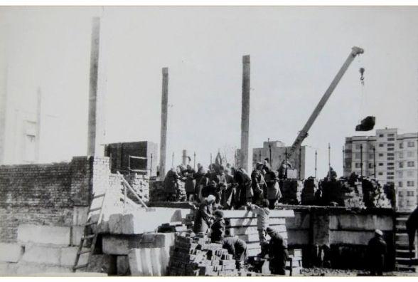 Як будували костел на Виставці. Фото двадцятирічної давнини