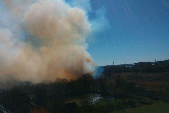 Хмельницький затягнуло димом від палаючої трави