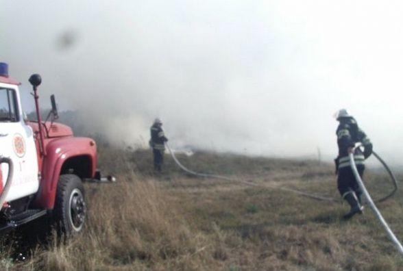 На Озерній знову диміло - хтось запалив траву