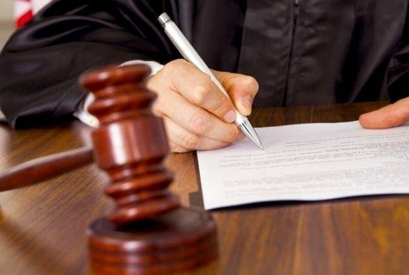 Майже 4 роки за ґратами проведе мешканець Нетішина, який пограбував своїх друзів
