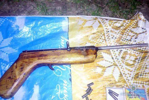 Мешканець Новоушицького району прийшов у поліцію з саморобним пістолетом