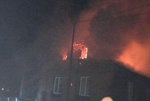 13 рятівників на 3 автівках гасили пожежу у Дубовому