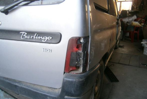Завів й поїхав геть: у Славуті хлопець вкрав автівку прямо з гаража господаря