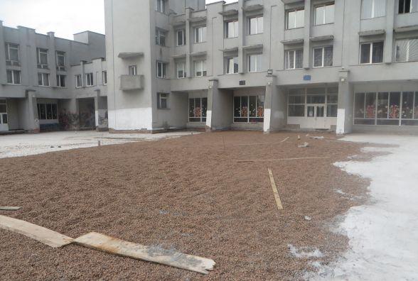 Вхід до Палацу творчості зроблять до червня, а ремонт фасаду перенесуть