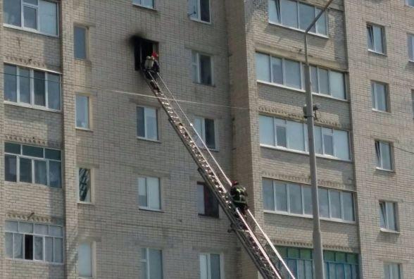 У Нетішині горіла квартира у дев'ятиповерхівці: врятували 44-річного чоловіка