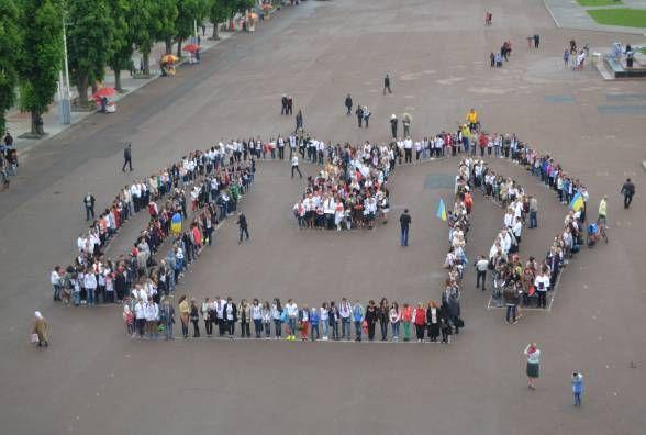 День вишиванки у Хмельницькому  на майдані проведуть рекордний флешмоб    26 04 2018 - vsim.ua 7c28259b28e77