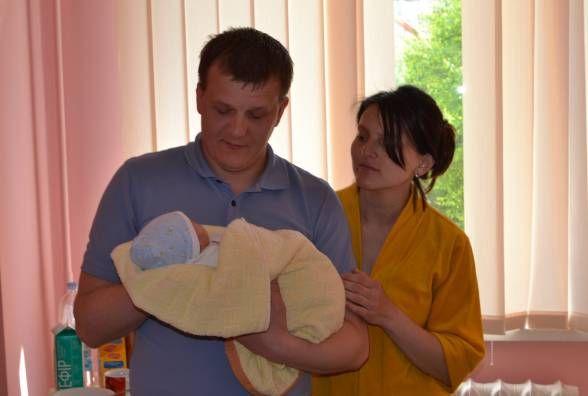 На День матері у Хмельницькому народилося 14 малюків