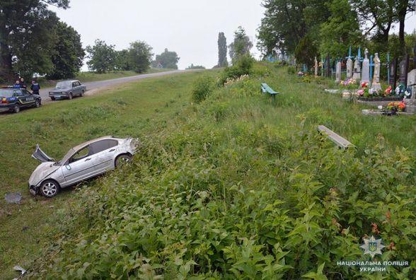"""Смертельна ДТП на Старосинявщині: 24-річна пасажирка вилетіла через вікно """"BMW"""""""
