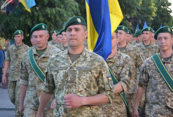 Центром Хмельницького пройшлися курсанти-прикордонники і учасники АТО