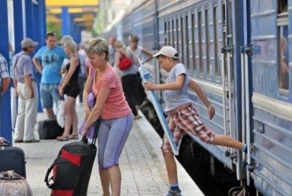 """""""Укрзалізниця"""" призначила 23 додаткові поїзди на літо. Які з них їхатимуть через Хмельницький?"""