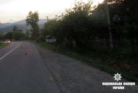 Троє хмельничан потрапили у ДТП на Прикарпатті: один з них загинув