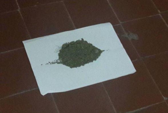 Наркотики в трусах приніс чоловік у хмельницьке СІЗО