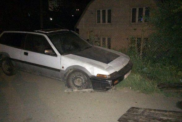 Нічні пригоди у Хмельницькому: «заліплений» водій, спроба самосуду і наркотики