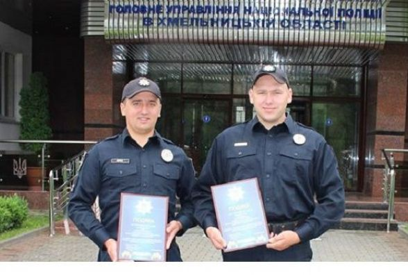 Двоє хмельницьких патрульних отримали відзнаки за спійманого грабіжника