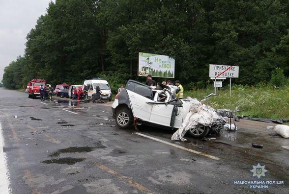 В смертельній ДТП під Хмельницьким загинула сім'я. В поліції розповіли деталі аварії