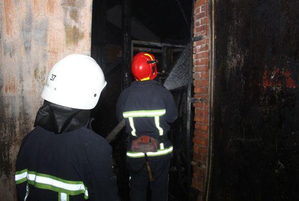 Цієї ночі поблизу Івано-Франківська пожежники врятували з вогню 62-річного пенсіонера
