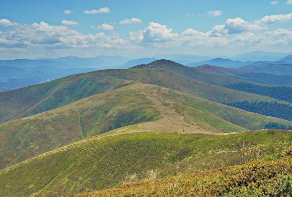 На Закарпатті під час сходження на гору травмувався 37-річний турист з Хмельницького