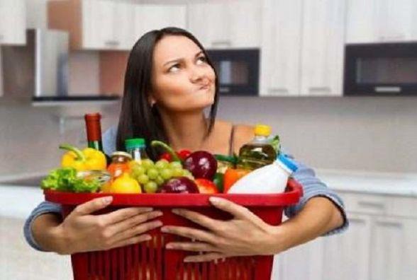 """""""Навіть корисним не можна зловживати"""": у МОЗ розповіли, як правильно їсти фрукти"""