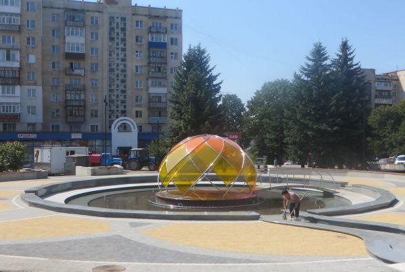 Оновлена площа і фонтан закоханих. Як хмельничани оцінюють реконструкцію за 5 мільйонів