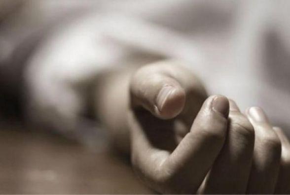 Задушив шнурком від куртки: Хмельницький суд відправив у СІЗО чоловіка, якого підозрюють у вбивстві дружини