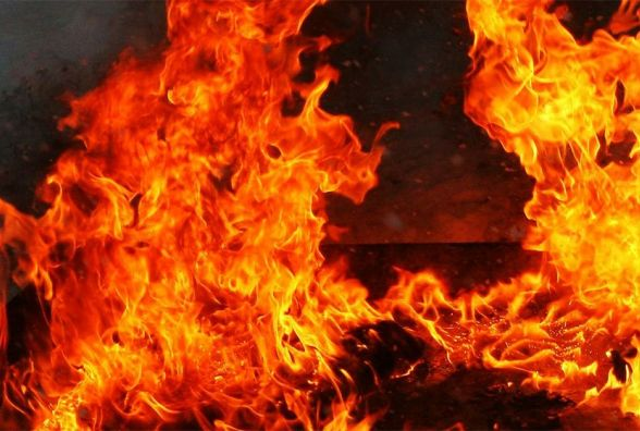 У Городоцькому районі посеред дороги спалахнула вантажівка